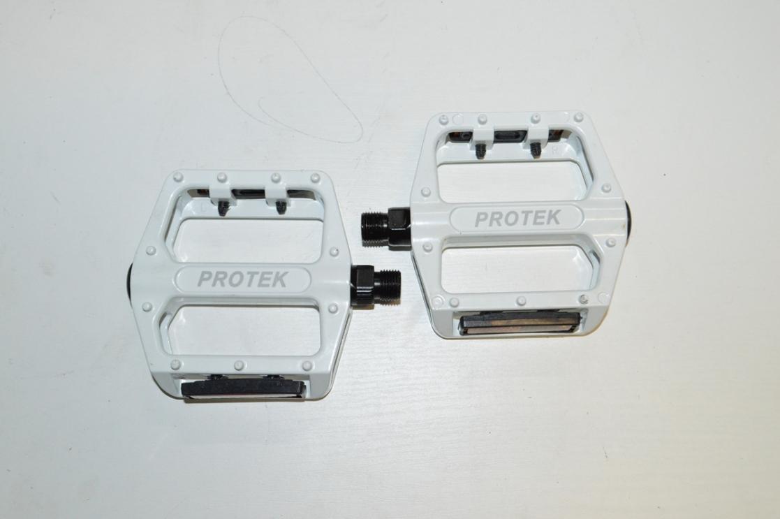 Педаль алюминевая МТВ белая 3032603-59 инд.уп